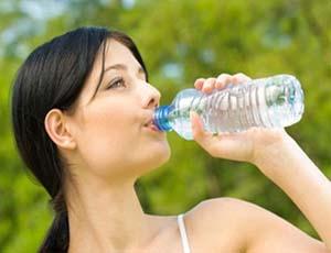 Quanta acqua si deve bere ogni giorno?